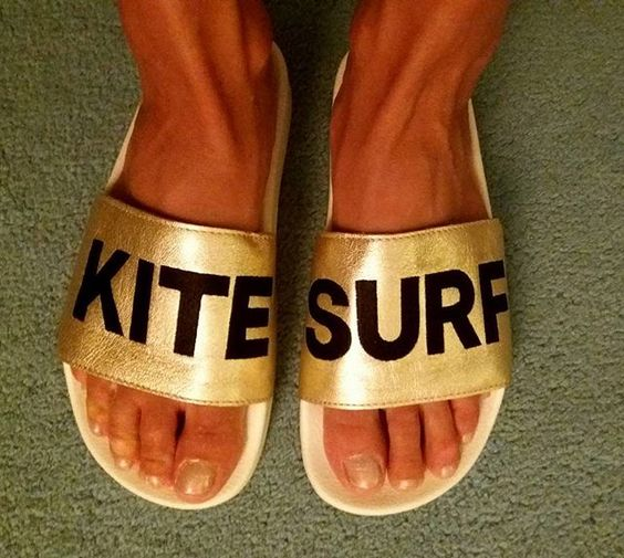 What to wear during your kitesurfing lessons In Tarifa, we answer all your questions.