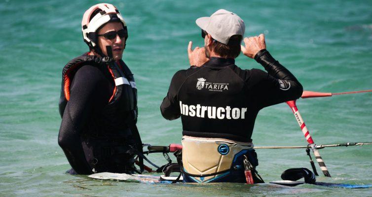 Nous vous proposons des cours de kite en français à Tarifa.