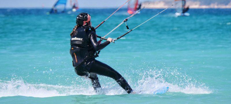 Cours de kite niveau intermédiaire et de perfectionnement à Tarifa avec l'école Addict kite school.