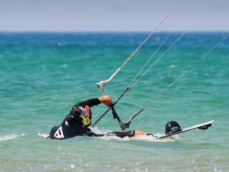 If you are at the body drag level, our refresher or advance kitesurfing lessons in Tarifa, are made for you.