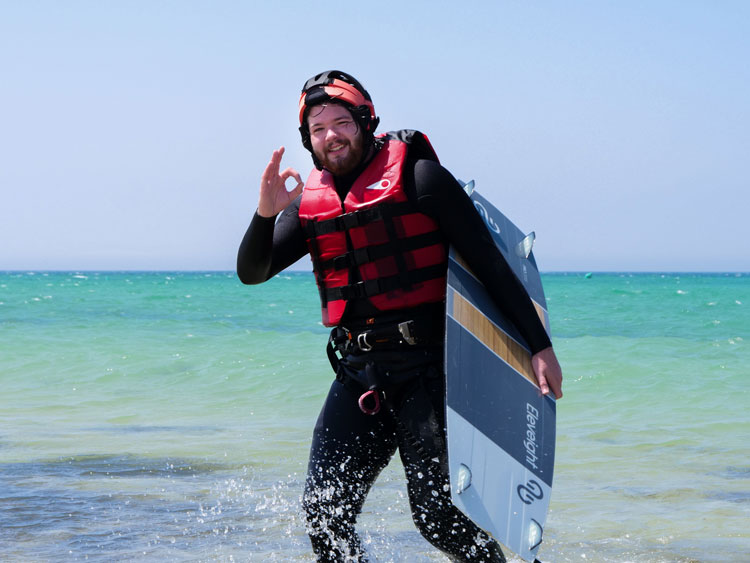 Enjoy a great moment during your kiteboarding courses in Tarifa.