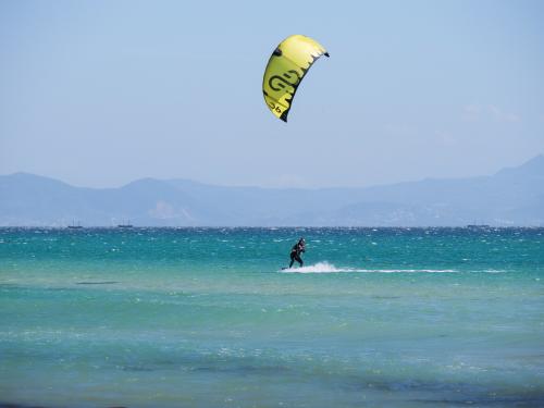 Choisissez notre location de matériel de kitesurf à Tarifa avec l'option assurance supervision.