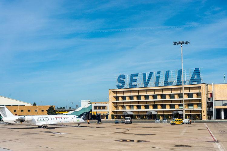 Un des aéroports les plus proches de Tarifa est celui de Séville ou Malaga.