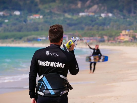 During our kitesurfing courses and lessons in Tarifa, we use walkie talkies to facilitate your learning.