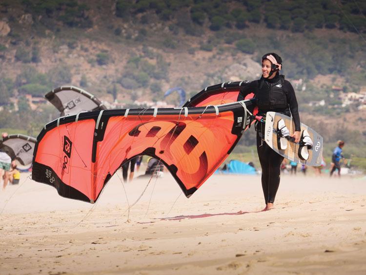 Todo el material Eleveight esta incluido en los cursos de kitesurf y el alquiler en Tarifa.