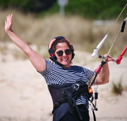 Our kite lessons is a fun activity to do during your holidays in Tarifa.