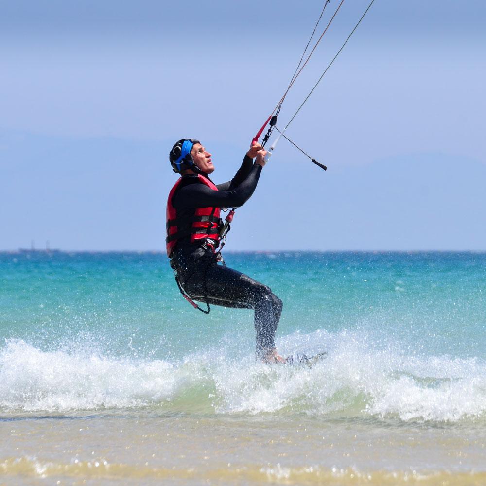 Venez progresser avec nos cours de perfectionnement au kite à Tarifa.