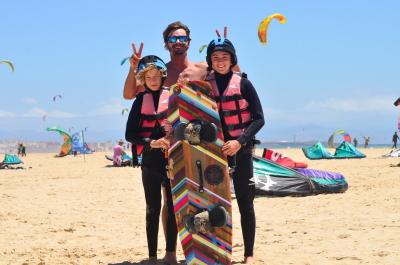Apprendre le kitesurf en Français, cours de kite surf pour les enfants.
