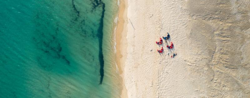 Profitez de nos formations cours et stages de kite pour enfin apprendre le kitesurf à Tarifa.